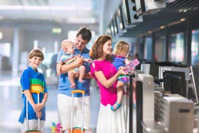 Viajar con bebés o niños pequeños.